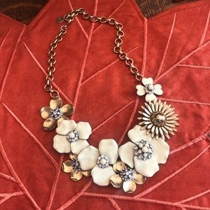 RARE Stella & Dot Bloom necklace in cream & gold